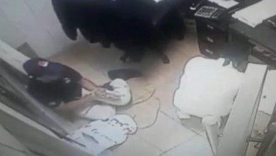 Photo of شرطة ينبع تقبض على متورطين في جريمة سطو بأحد المطاعم
