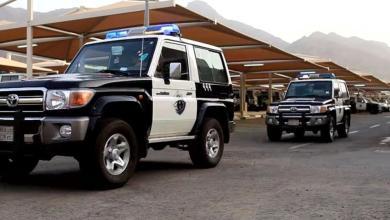 Photo of شرطة تبوك توضح تفاصيل وفاة شخص قاوم رجال الأمن مع آخرين