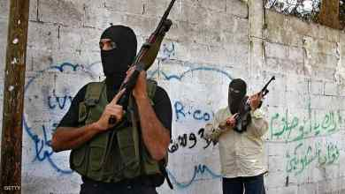 Photo of فلسطيني يشعل النار بنفسه في غزة