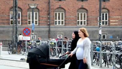 """Photo of """"العدل"""" الدنماركية ترفض مقترح حظر الحجاب في الوظائف العامة"""