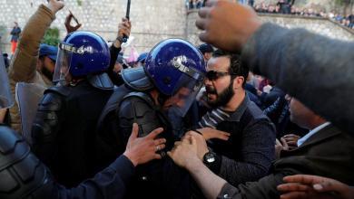 Photo of تظاهرات الجزائر.. قتيل بسبب التدافع و63 جريحا وتوقيف 45