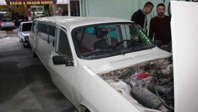 """Photo of من أجل حفل زفافه.. شاب يحول سيارة قديمة إلى """"ليموزين""""- (صور)"""