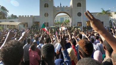 Photo of احتجاجات في الخرطوم للمطالبة بحل المجلس العسكري