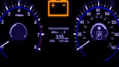 """Photo of عند إضاءة علامة البطارية في لوحة القيادة لا تنزعج.. """"إليك الحل"""""""