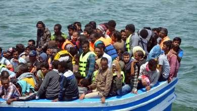 Photo of 75 مهاجراً عالقون في عرض البحر.. وتونس ترفض استقبالهم