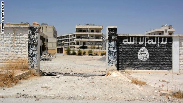 """""""داعش"""" يبث مقطع فيديو لخمسة أطفال يقتلون سجناء"""