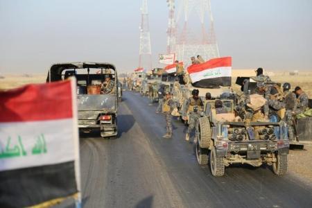 عناصر من قوات الأمن العراقية في القيارة بالقرب من الموصل يوم الثلاثاء. تصوير رويترز. تستخدم الصورة في الأغراض التحريرية فقط ويحظر إعادة بيعها أو وضعها في أرشيف.