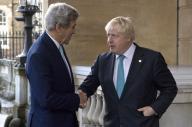 أميركا وبريطانيا تدرسان عقوبات إضافية على الأسد ومؤيديه