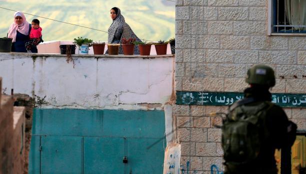 قوات الاحتلال الإسرائيلي تواصل ملاحقة أحد منفذي عملية سلفيت وتعتقل شقيقه