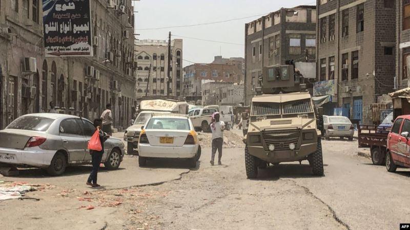 عشرات القتلى في عدن وتحالف السعودية يتحدث عن انسحاب الانفصاليين