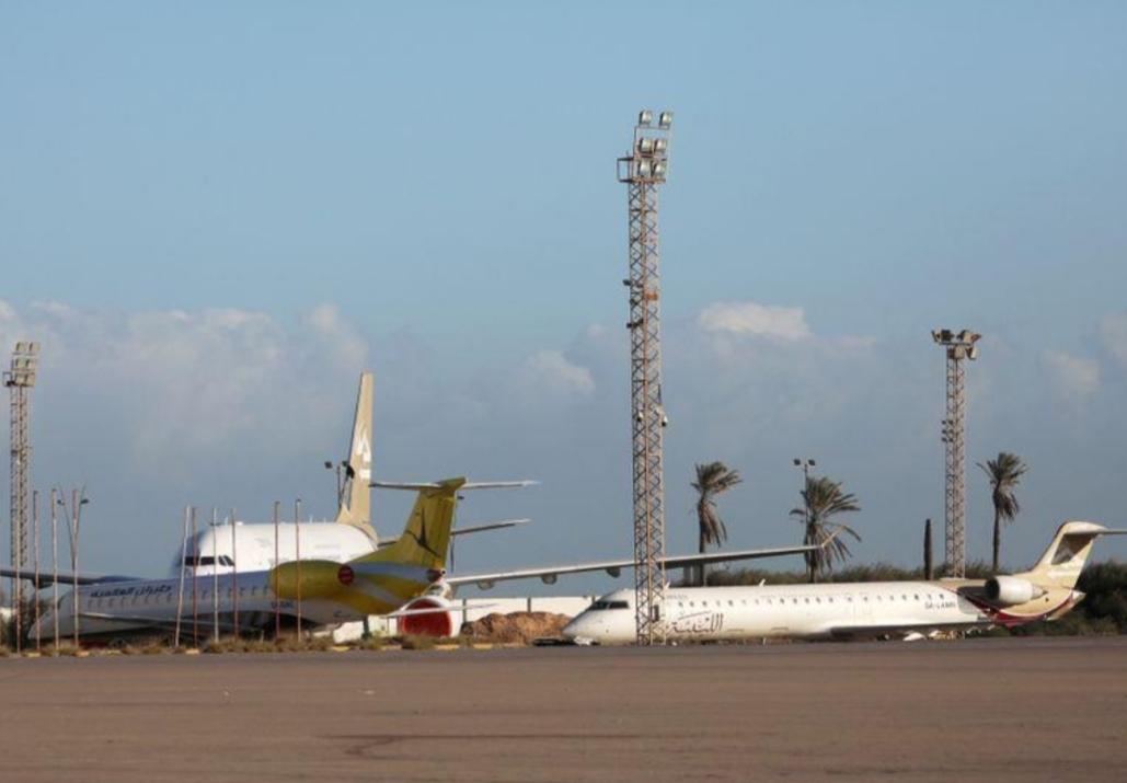 وزارة: إصابة خزانات وقود في مطار معيتيقة الليبي جراء قصف