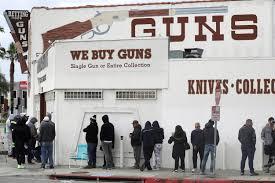 """""""فاينانشيال تايمز"""": ارتفاع مبيعات الأسلحة في أميركا منذ تفشي كورونا"""