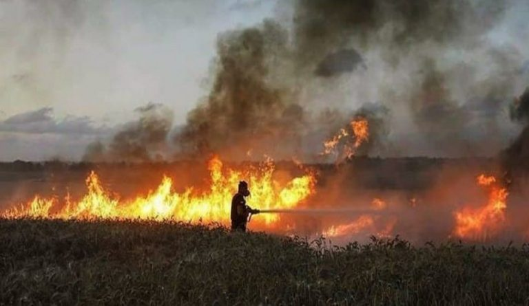 حوّامتين لإطفاء الحرائق في ريف حماة