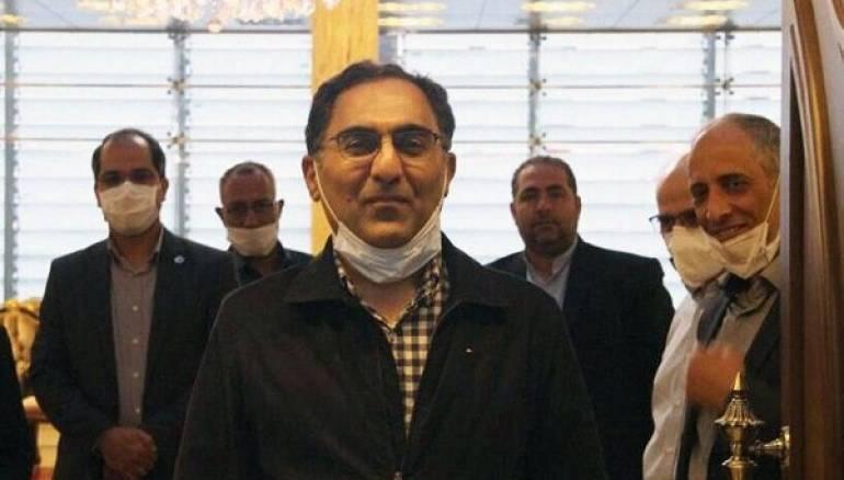 """""""نيويوركر"""": كيف قاوم العالم الإيراني مرض كورونا في سجنه الأميركي؟"""