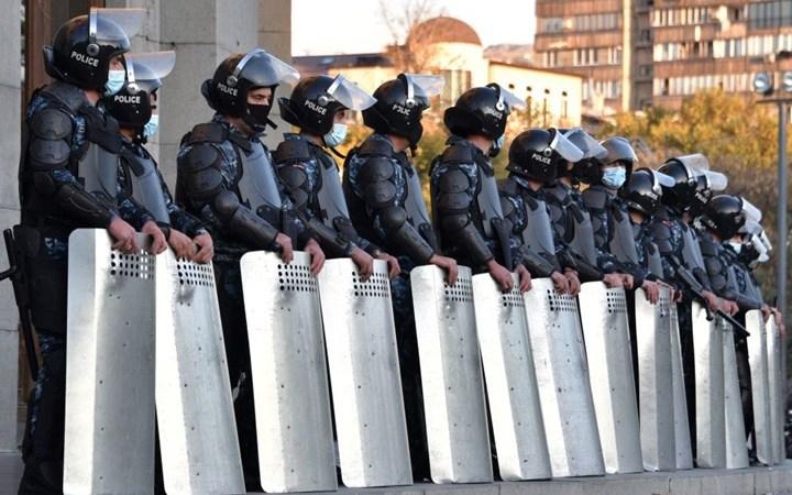 أرمينيا: اعتقال مسؤول أمني سابق جهّز لاغتيال رئيس الحكومة