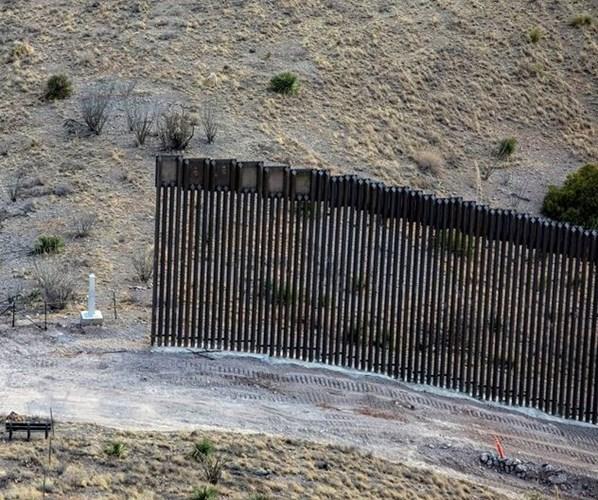 """""""نيويورك تايمز"""": ما الذي ستقرره إدارة بايدن بشأن الجدار مع المكسيك؟"""