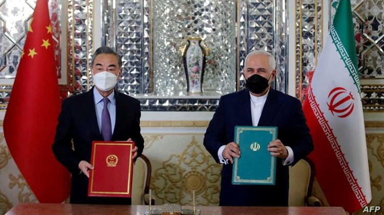 """""""معاريف"""": إيران تلتف على العقوبات في اتفاقها مع الصين"""