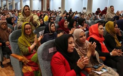 """""""نيويورك تايمز"""": النساء الأفغانيات يخشَين الأسوأ"""