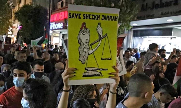 """""""الغارديان"""": لماذا يحتج الفلسطينيون؟ لأنهم يريدون أن يحيوا"""