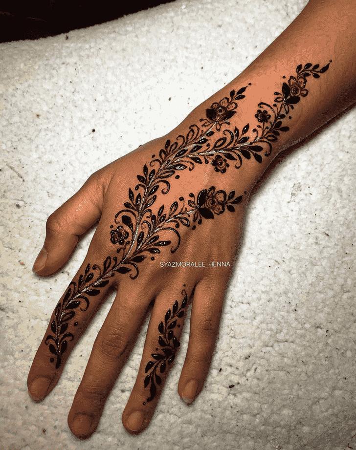Alluring Actor Henna Design