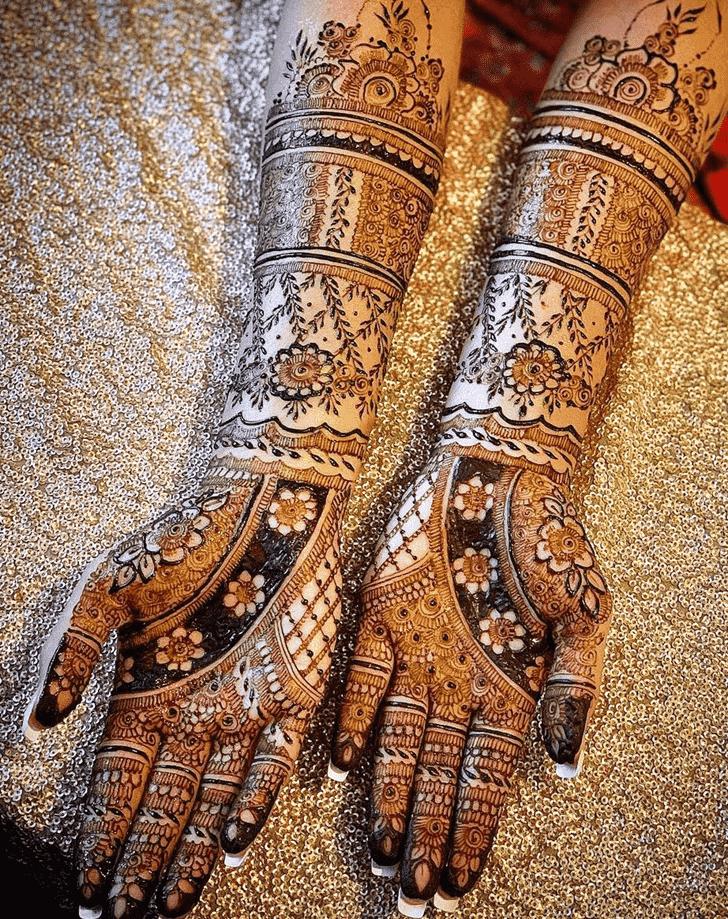 Shapely Agra Henna Design