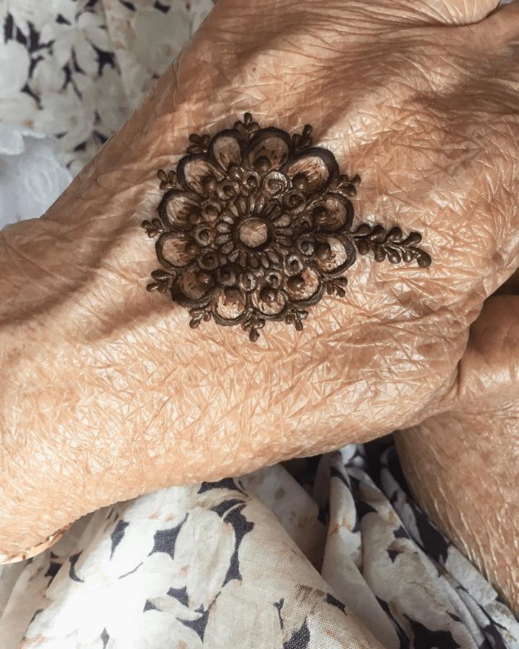 Charming Alluring Henna Design