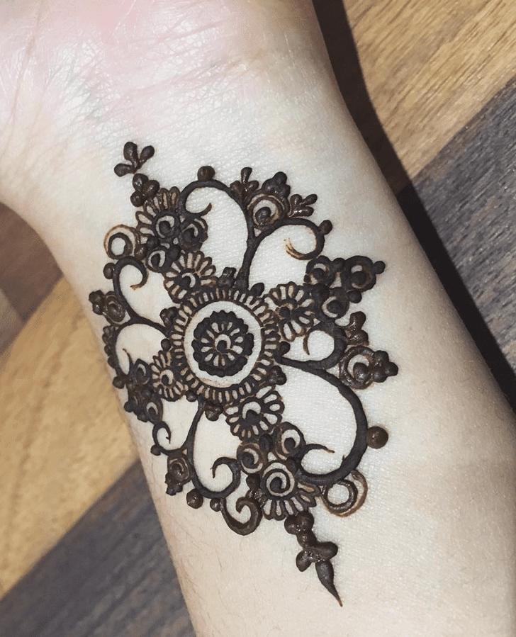 Classy Alluring Henna Design