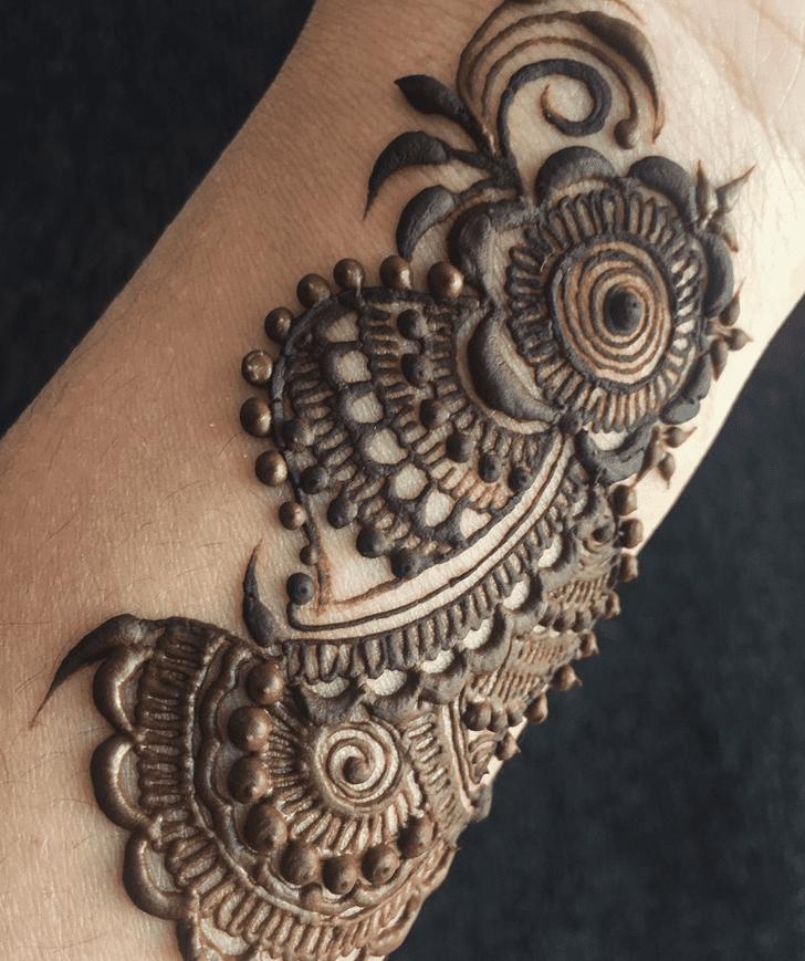 Delicate Alluring Henna Design