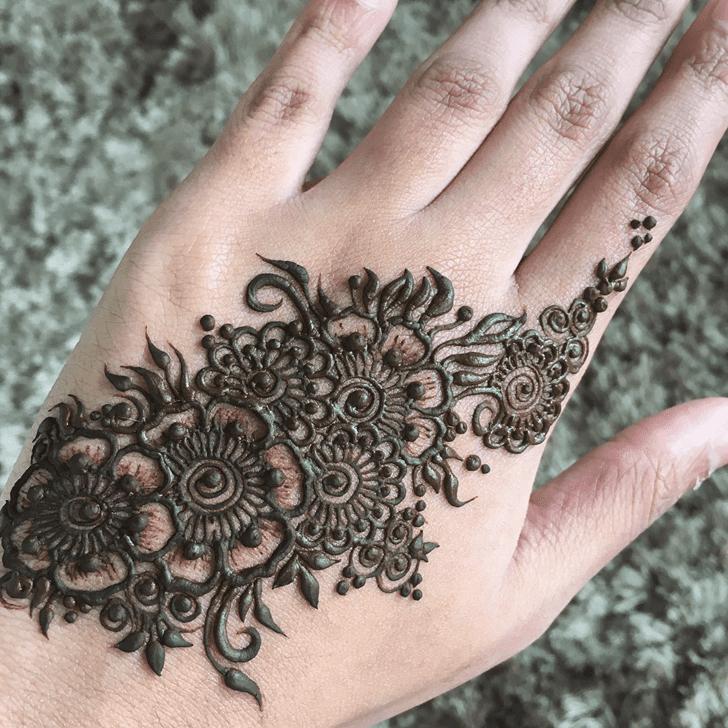Elegant Alluring Henna Design
