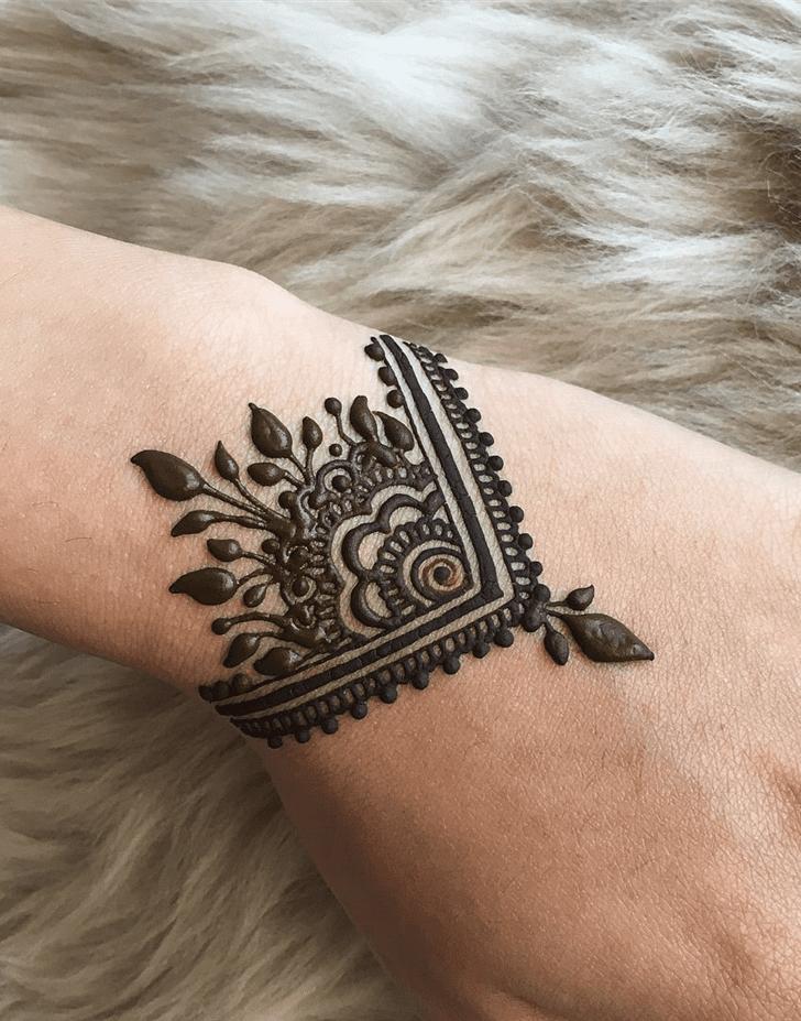 Exquisite Alluring Henna Design
