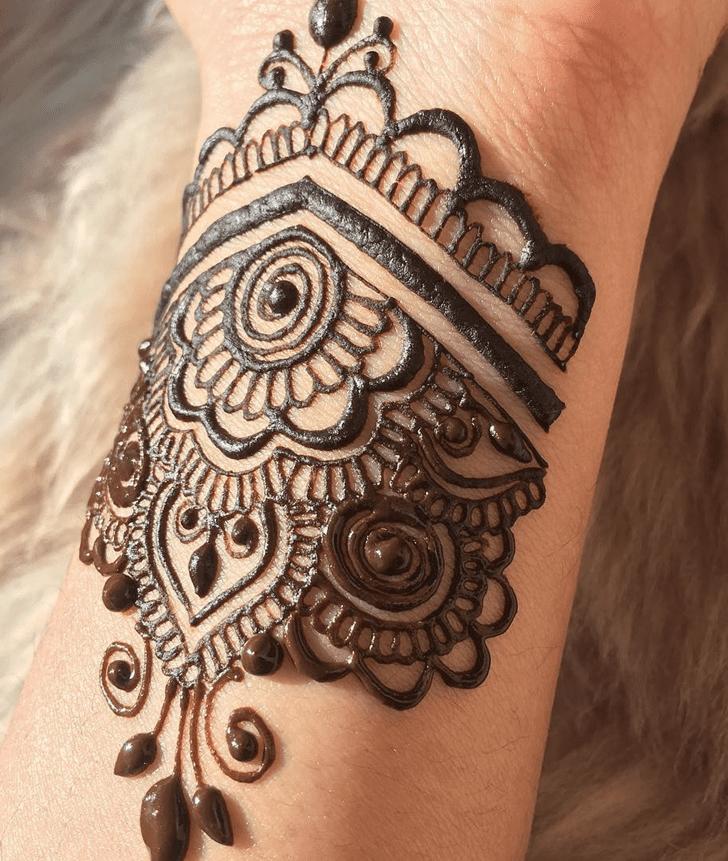 Good Looking Alluring Henna Design