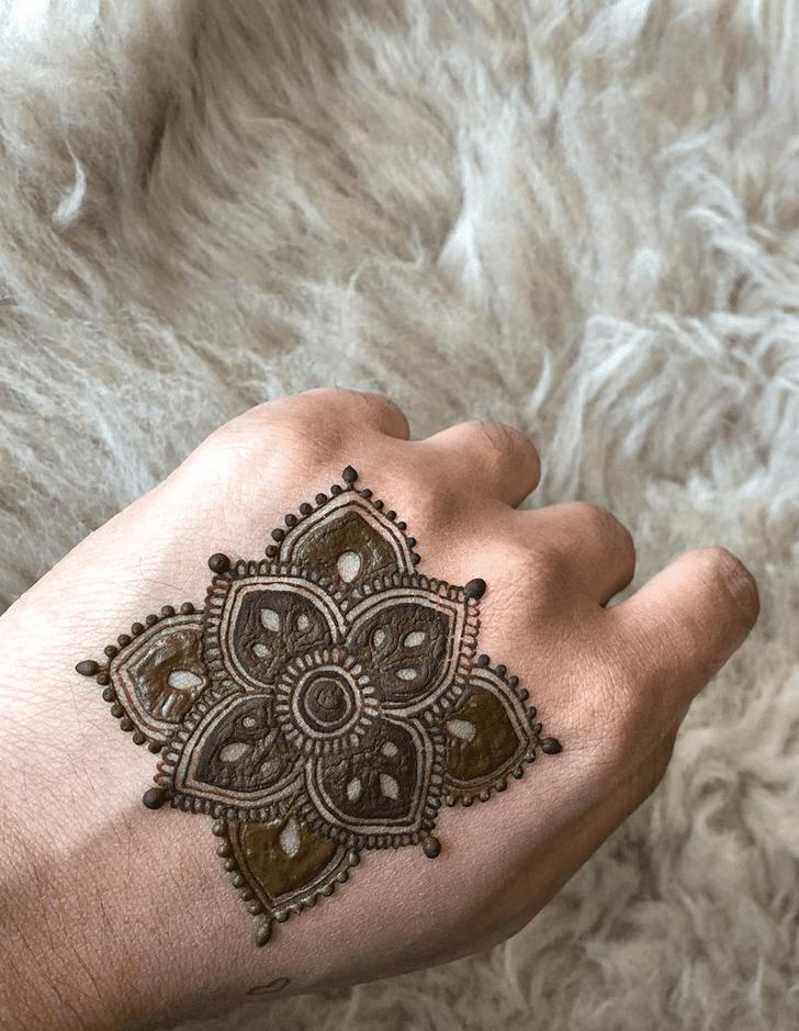 Ideal Alluring Henna Design