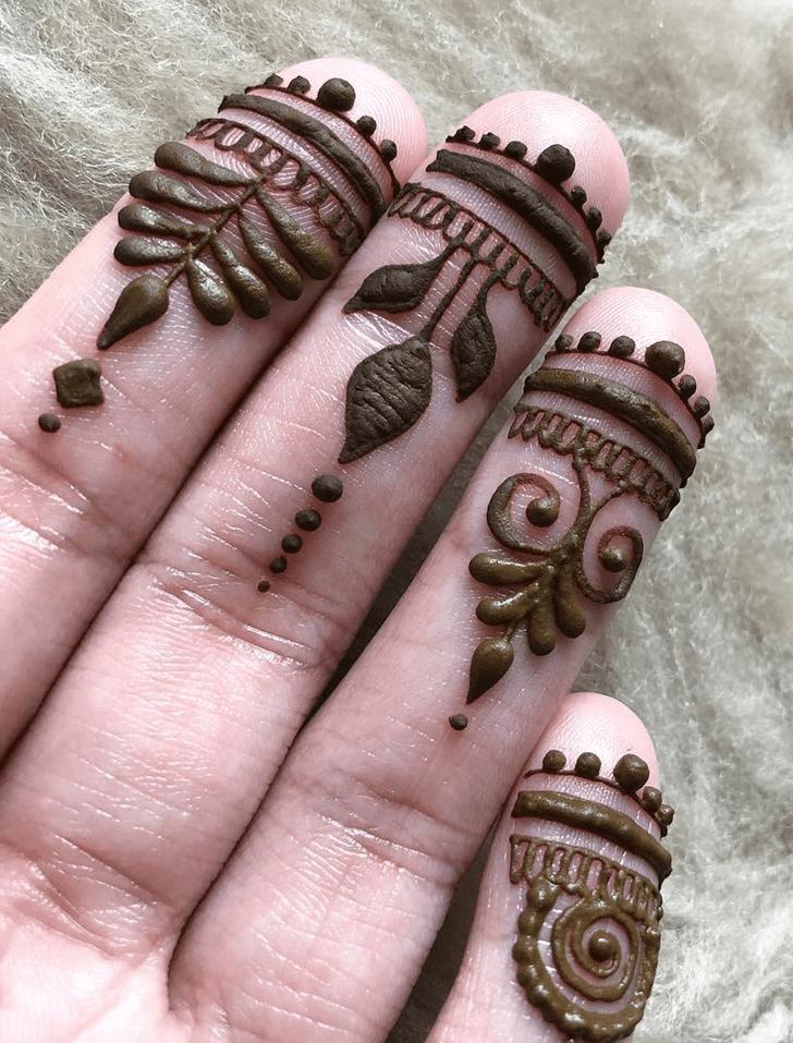 Inviting Alluring Henna Design