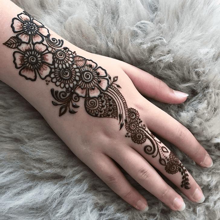 Magnificent Alluring Henna Design