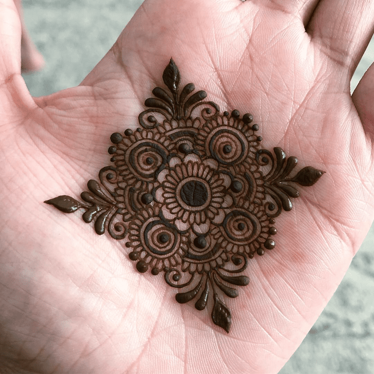 Mesmeric Alluring Henna Design