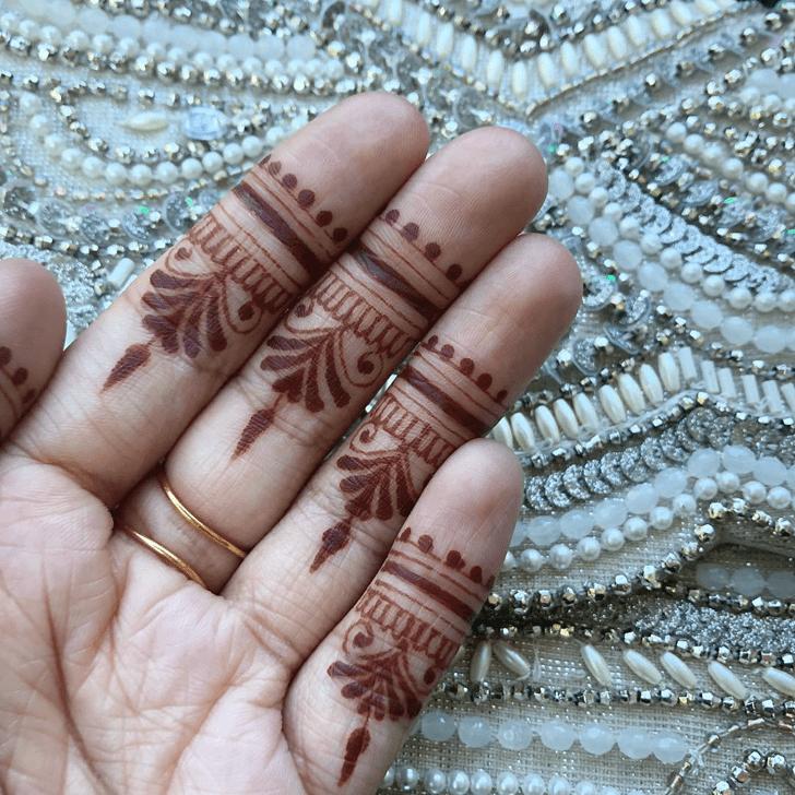 Nice Alluring Henna Design