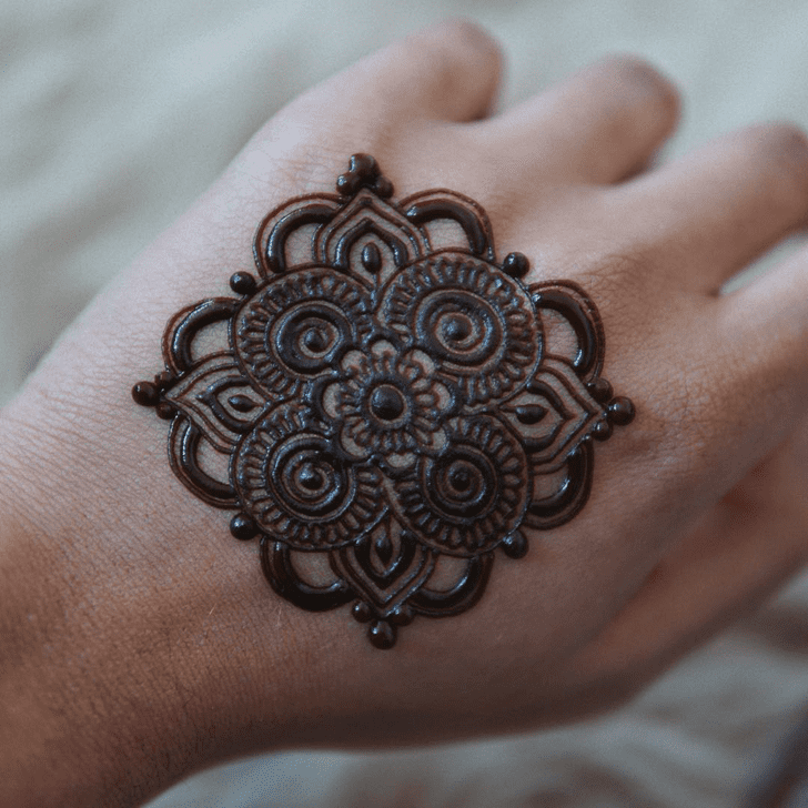 Pretty Alluring Henna Design