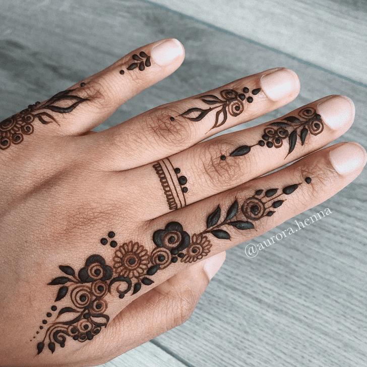 Resplendent Alluring Henna Design