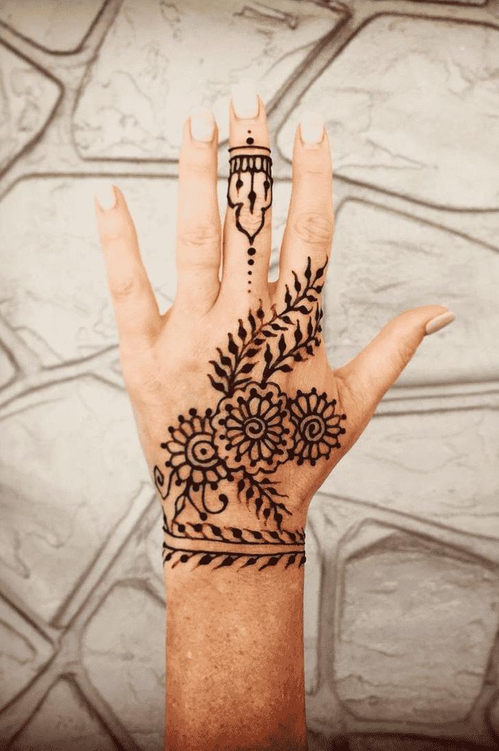 Captivating American Henna Design