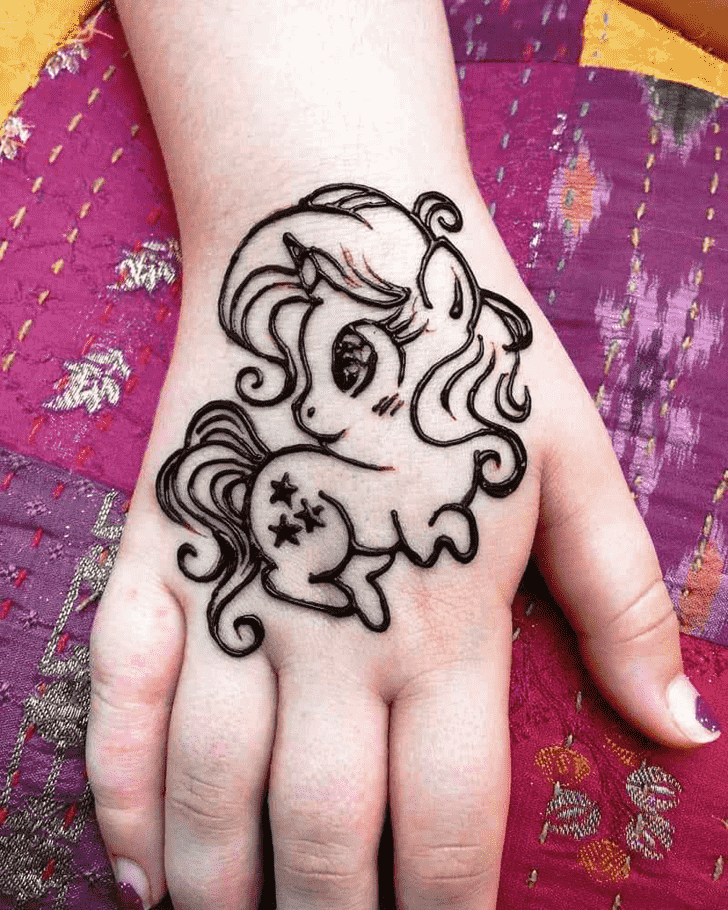 Mesmeric Animal Henna Design