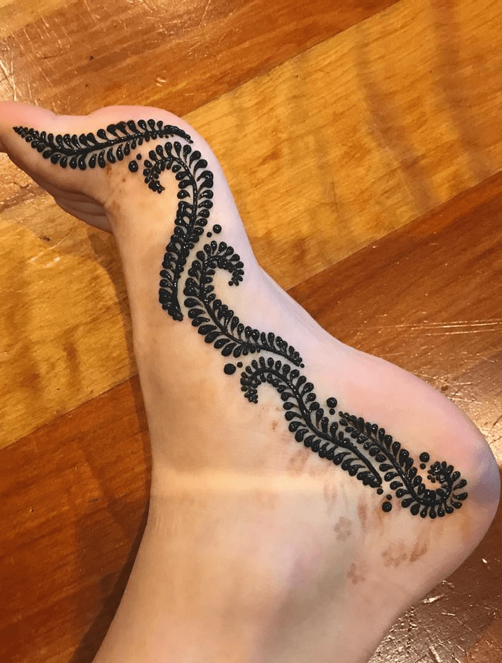Beauteous Ankle Henna Design