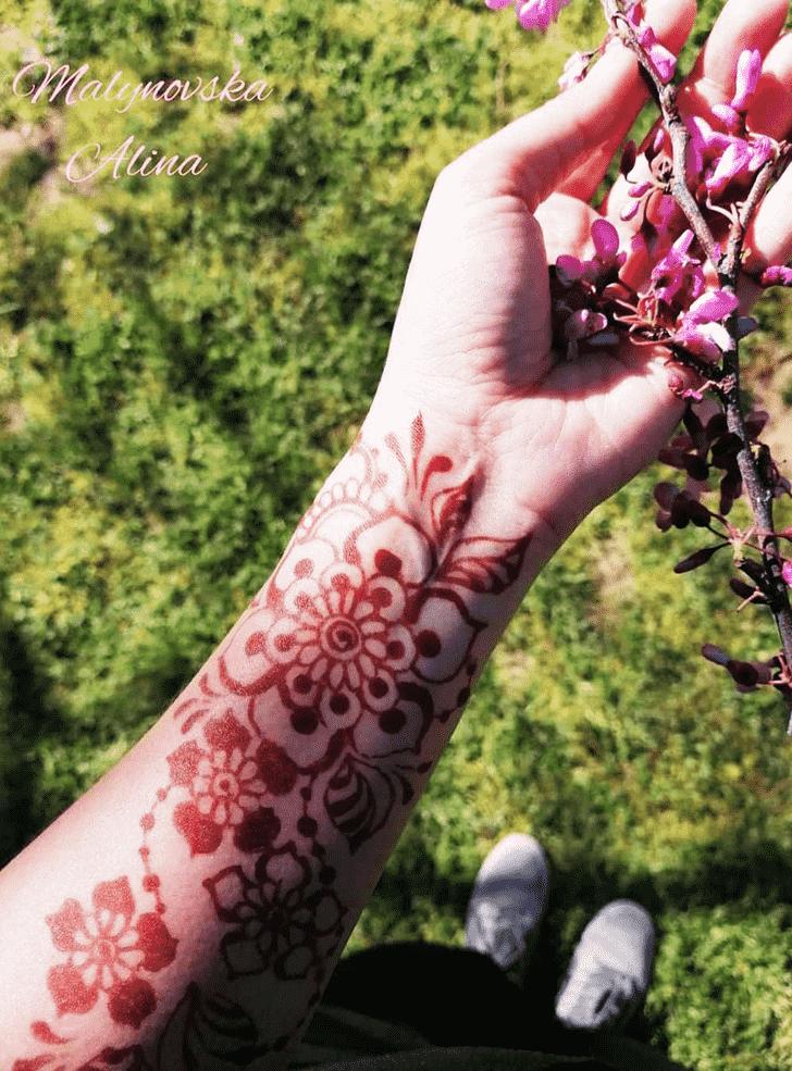 Bewitching Arab Henna Design