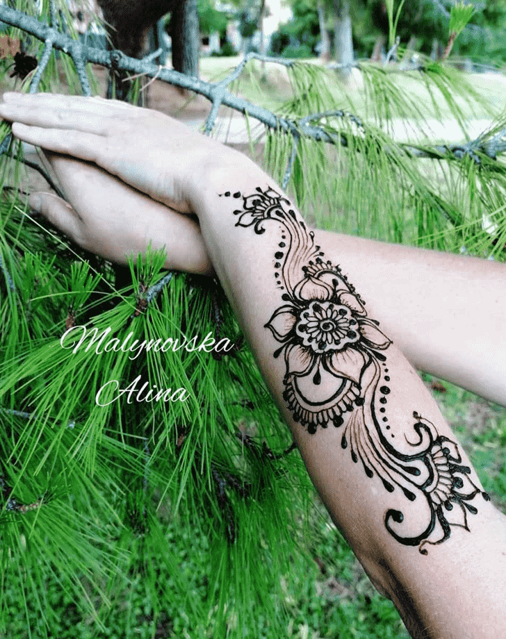 Charming Arab Henna Design