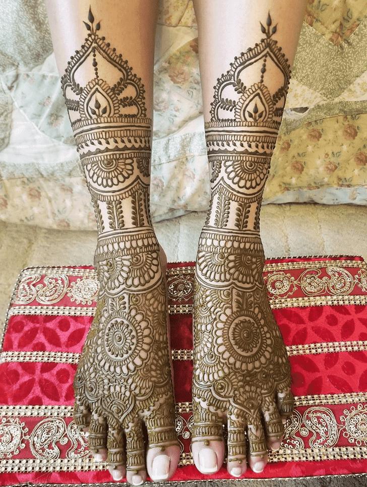 Alluring Arabic Henna Design