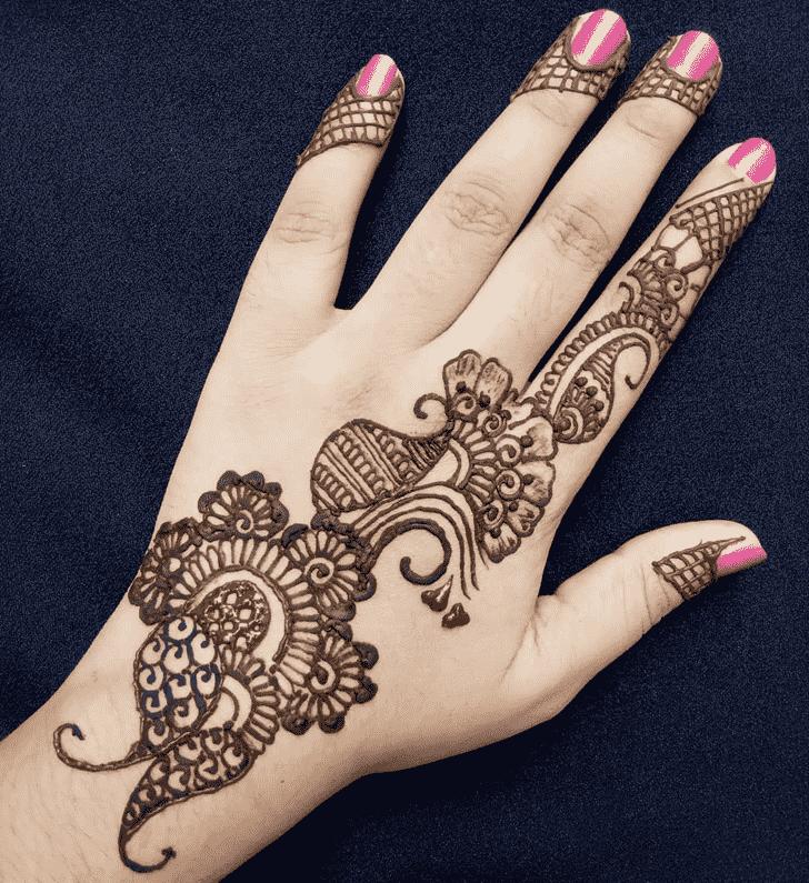 Appealing Back Hand Henna Design