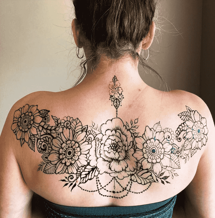 Alluring Back Henna design