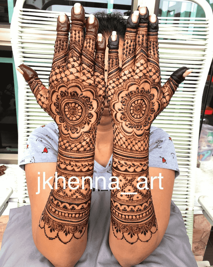 Beauteous Badghis Henna Design