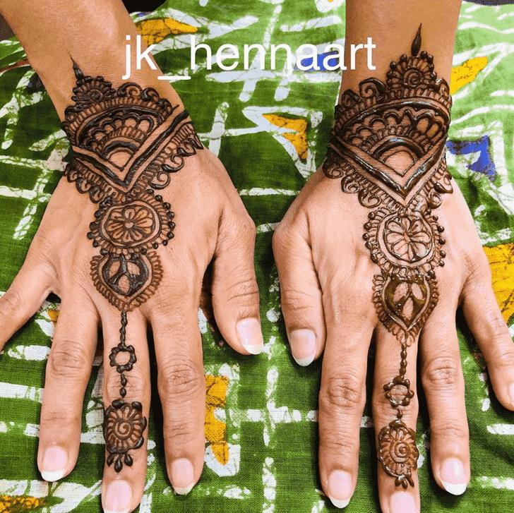 Shapely Badghis Henna Design