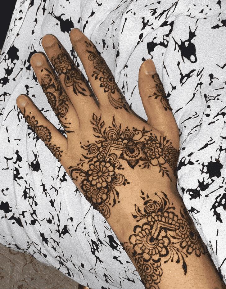 Alluring Banarsi Henna Design