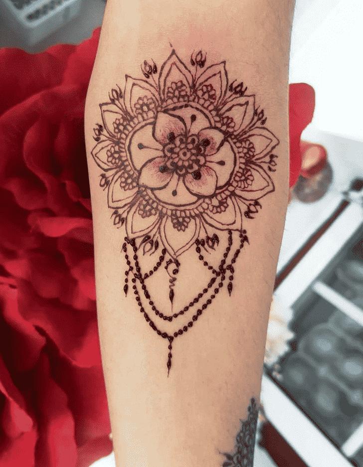 Appealing Banarsi Henna Design